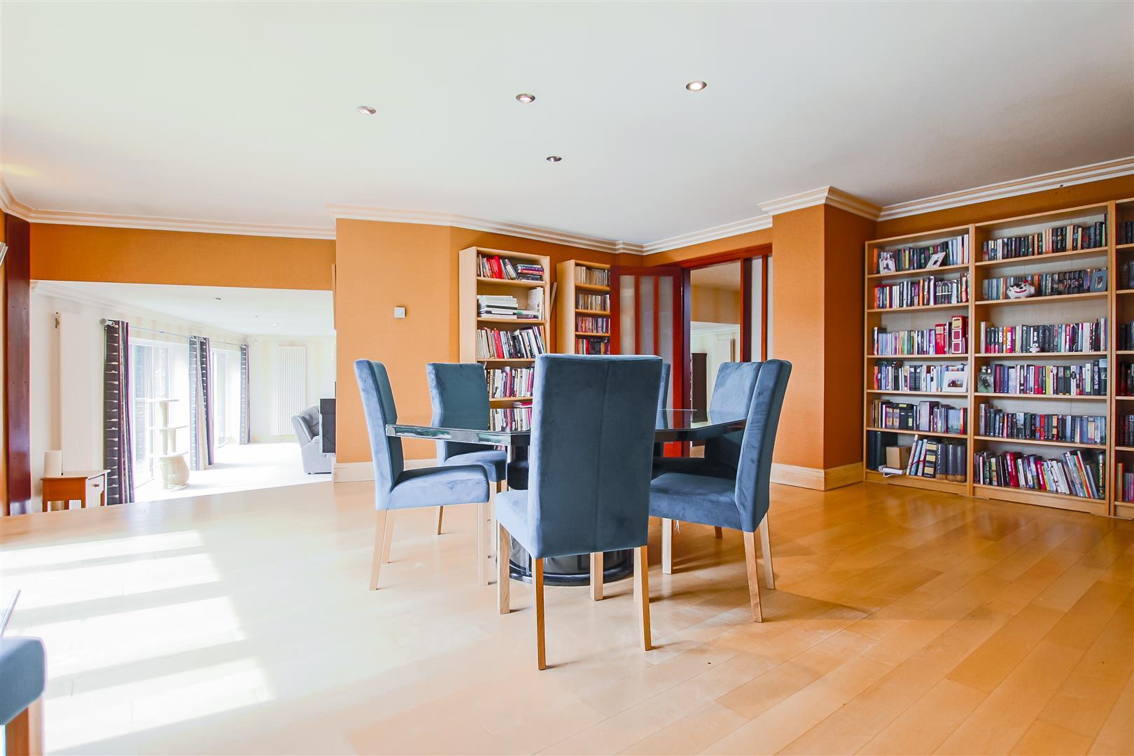 6 Bedroom Detached House For Sale - Dining room